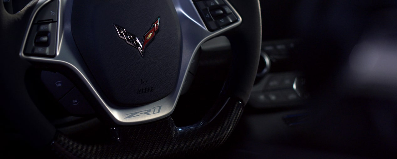 2019 Corvette ZR1: steering wheel.