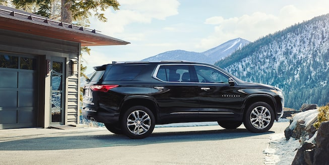 2019 Traverse Midsize SUV Exterior Photo: side rear
