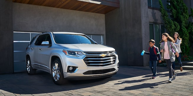 2019 Traverse Midsize SUV Exterior Photo: front view
