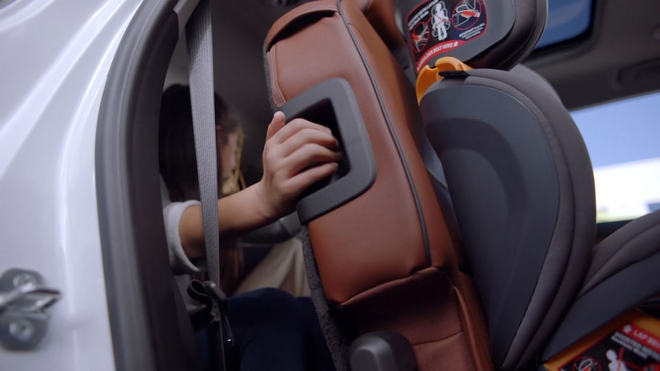 2019 Traverse Midsize SUV: Smart Slide Seating