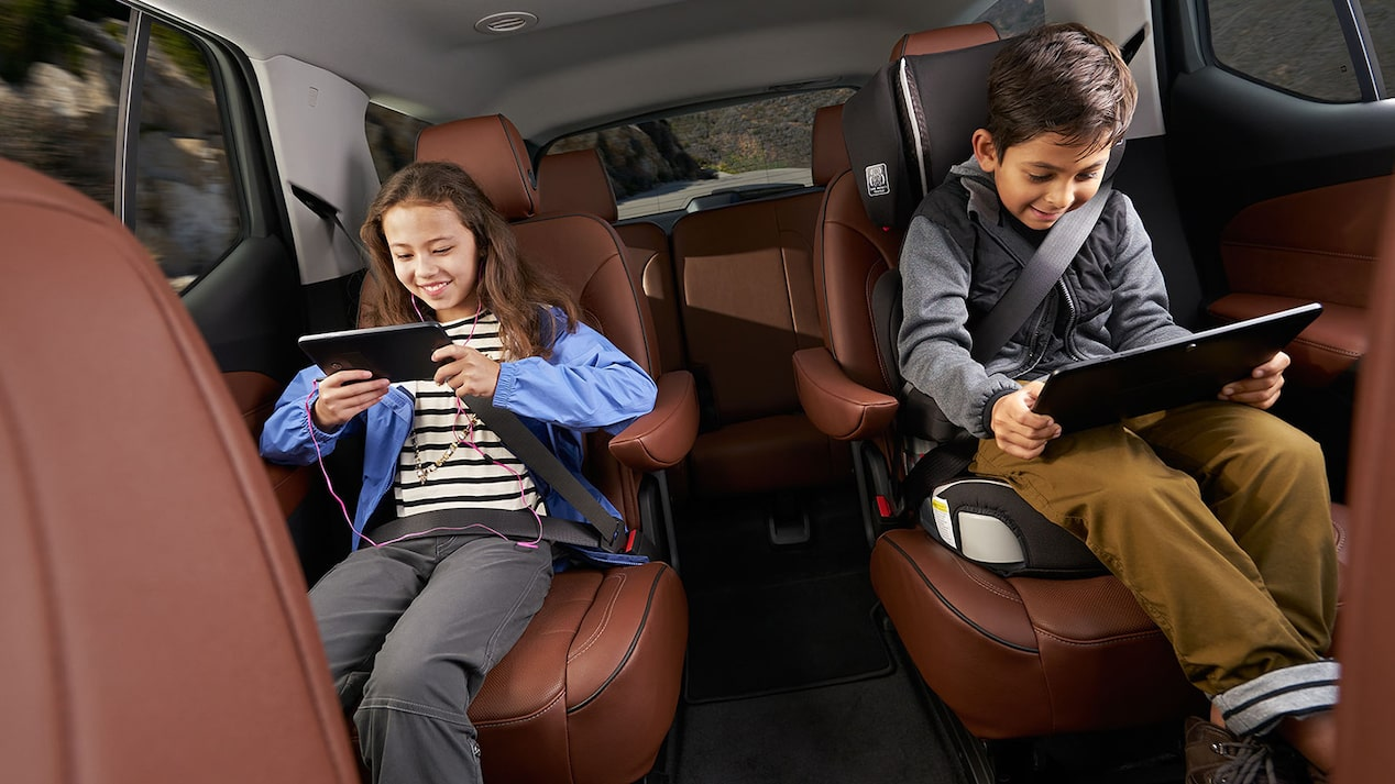 2019 Traverse Midsize SUV Technology: Connectivity