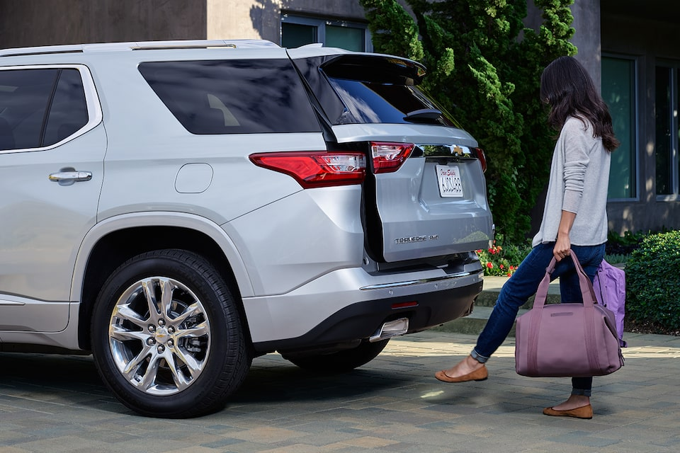 2020 Chevrolet Traverse Mid-Size SUV Hands-Free Liftgate