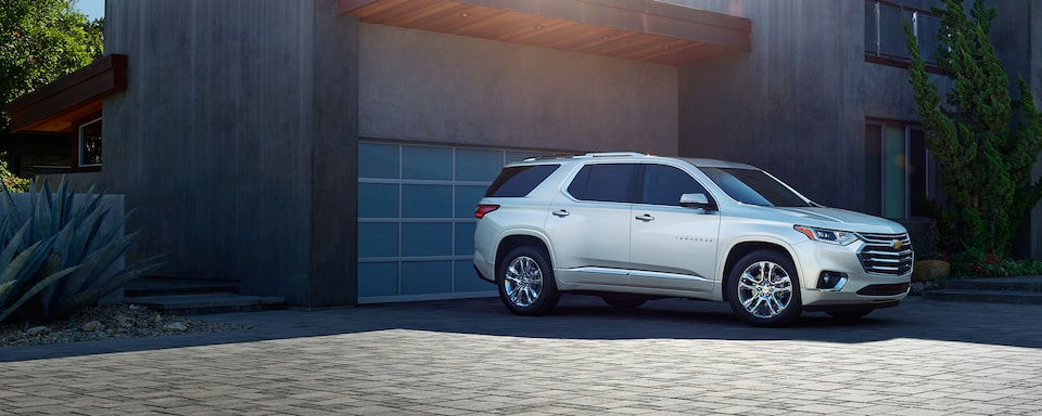 2020 Chevrolet Traverse Mid-Size SUV Front Side Exterior