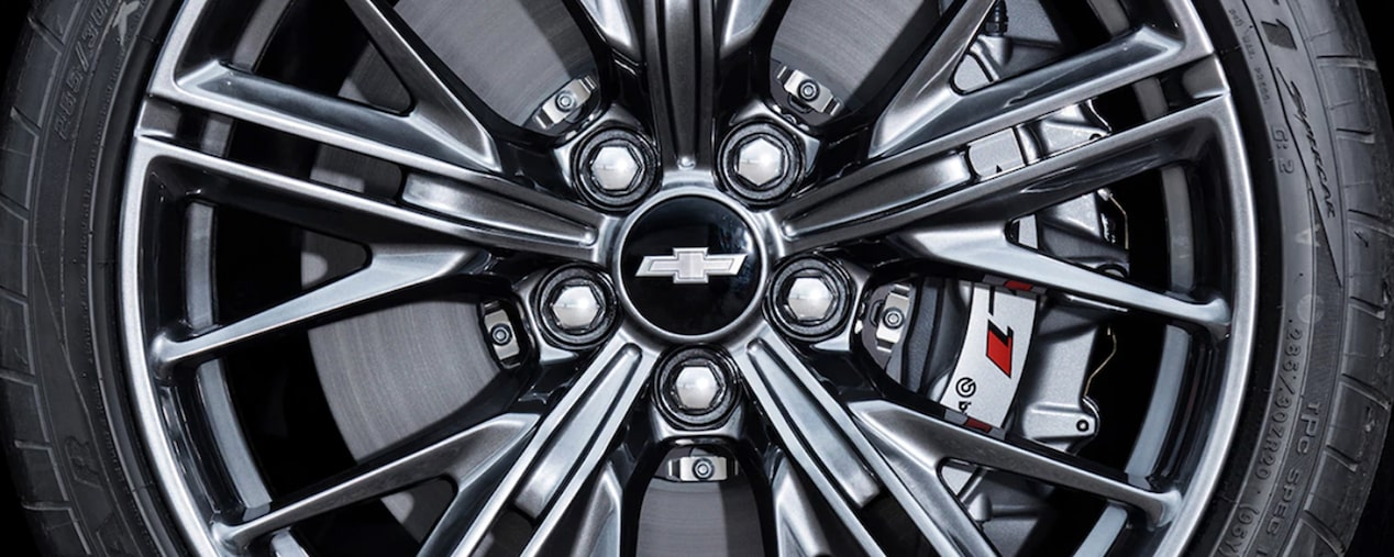 Close-up view of the Chevrolet Camaro ZL1 Wheel.
