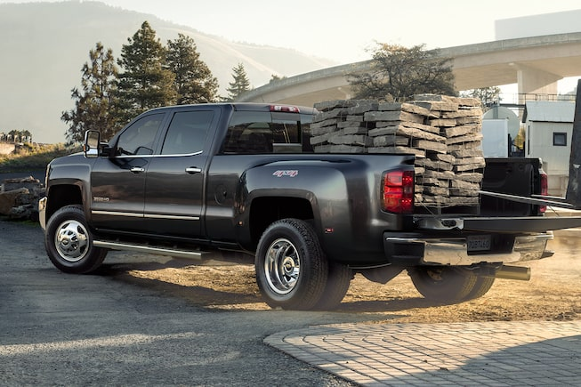 The 2019 Chevrolet Silverado HD has a maximum payload rating of 2,722 kg.