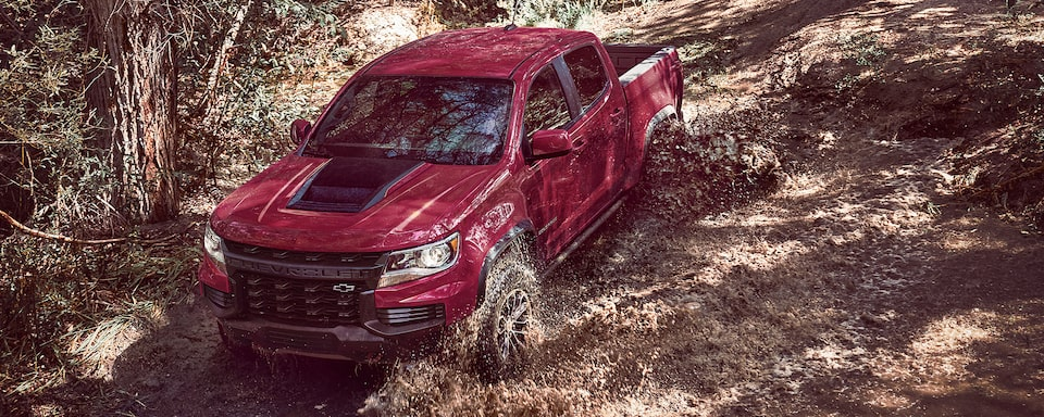 2021 Chevrolet Colorado ZR2 Driving Off-Road Through Mud.