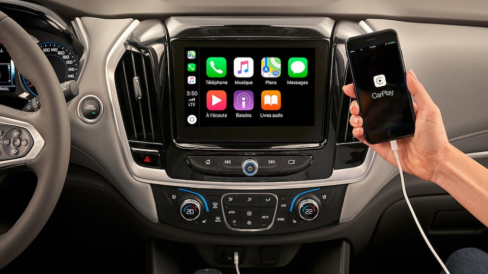 2019 Traverse Midsize SUV Technology: Apple CarPlay Display